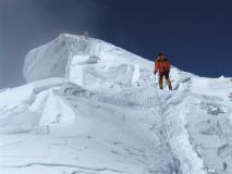 04b-Meroi_Everest 2007 - Nives verso la cima